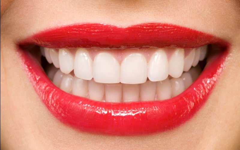 Four Tips To Keep Your Teeth Looking Their Best Over The Holidays